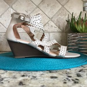 XOXO NWOT CREAM CUT-OUT WEDGE SANDALS